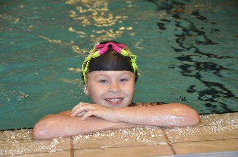 GA MERSMAK: Albertine Udnæs (10) deltok i Fjordsvøm for første gang lørdag. – Jeg vil være med neste gang også, sier hun.