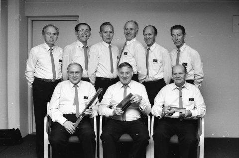 Bildet er tatt 3. november 1988.  Kvikk-Gutta 1988 er foran fra venstre: Einar Kleppan, Kåre Kruge (formann) og Einar Melsom. Bak fra venstre: Kjell Raastad, Odd Braa, Tore Kristoffersen, Arnfinn Olsen, Per Pedersen og Kjell Sørensen.