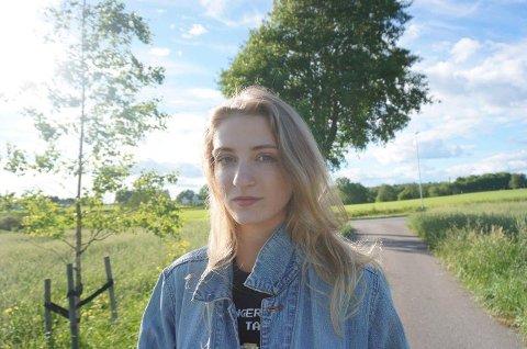 LOKAL UNDERHOLDNING: Sara Elisabeth Sørensen.
