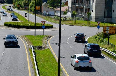 IRRITASJON: Mange lar seg irritere over sjåfører som ikke holder fartsgrensen. Bildet er tatt i Sandefjord på Sandefjordsveien.
