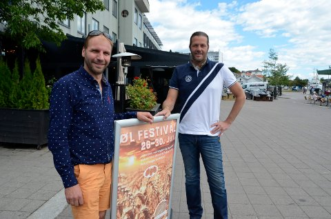 ER BLITT TRADISJON: Driver ved James Clark, Anton Sørheim (t.v.), og markeds- og arrangementsansvarlig Tom André Tveitan arrangerer ølfestival på Brygga.