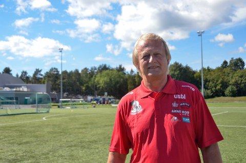 VENTER PÅ SVAR: Sandarcupens leder, Johnny Larsen, venter i spenning på om den tradisjonsrike fotballturneringen kan arrangeres eller ikke.  – I neste uke vet vi nok mye mer, sier han.
