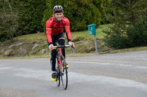 NYTT TEAM: Sandefjordingen Marius Blålid satser videre på to hjul. Nå er det Oslofjord Cycling Team han representerer, i tillegg til Sandefjord sykleklubb. – Målet mitt i framtiden er å sykle for et kontinentallag. Enten ved å få en kontrakt med et eksisterende lag, eller ved at laget jeg nå sykler for tar et steg videre, sier han.