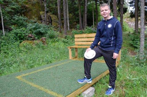 STOR VEKST: Leder i Sandefjord Frisbeeklubb Henning Johnsen har merket stor vekst i interessen for frisbeegolf de siste årene.
