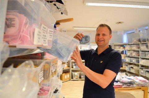 TOK SATS: Gründer Raymond Halvorsen driver nettbutikken DressMyKid AS fra Pindsle. Alt startet med disse tøflene.