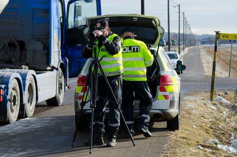FLERE KONTROLLER: Enda flere ble tatt med for høy fart i 2018, og UP-sjefen varsler enda flere fartskontroller i 2019. Foto: Henrik Ulrichsen