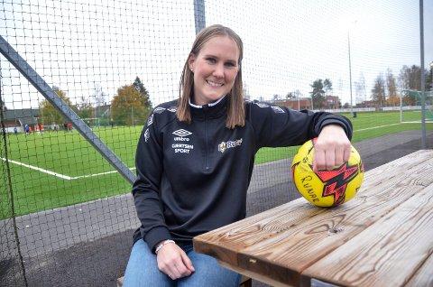 GOD SESONG: Runar-kaptein Charlotte Askeland (30) og hennes lagvenninner kan skilte med en god fotballsesong. Når én seriekamp gjenstår er det klart at laget både har rykket opp til 2. divisjon og er seriemestere i 3. divisjon.
