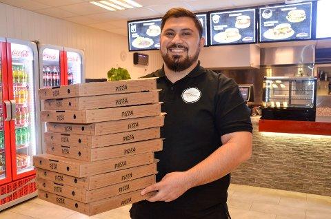 NY RESTAURANT: Mandag åpner Idris Hussein Mohammed (26) døra til Campino Pizza Sandefjord på Pindsle.