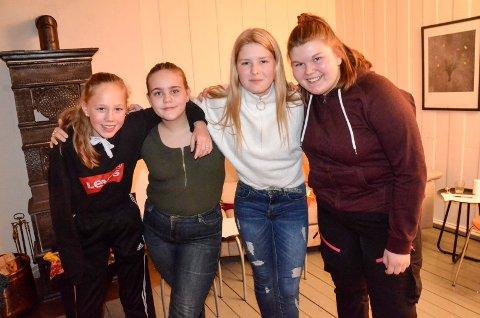 BESTEVENNER: Jentene i Fjorden Sisterhood har blitt venner for livet. Fra venstre: Perle Homanberg (13), Emilia Bjørnsdottir (13), Viktoria Abrahamsen (13) og Liz Evy Olsen (13). Amalie Borlaug-Andreassen (14) var ikke til stede da bildet ble tatt.