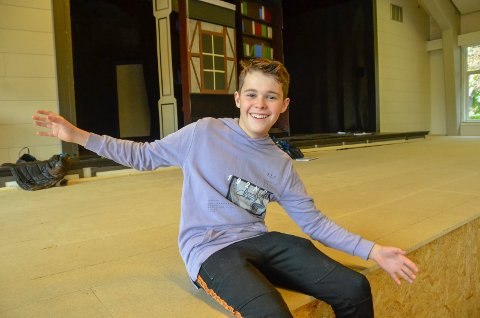 SKUESPILLERSPIRE: Han er bare 12 år gammel, men har allerede staket ut framtiden. Ola Rolstad (12) vil bli skuespiller. Nå øver han til oppsetningen av «Skjønneten og Udyret», som har premiere på Vonheim 23. januar.