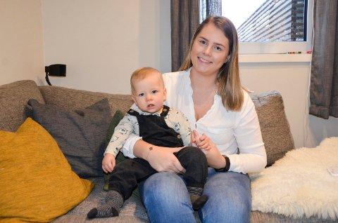 TRIVES I MAMMAROLLEN: Alexandra Louise Vatle er veldig glad i barn, og stortrives i rollen som mamma til Julian (10 måneder). Hun trives også sammen med ungdommer, og bidrar frivillig som gruppeleder for jentegjengen i Fjorden Sisterhood.