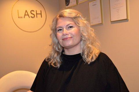 ANGRER IKKE: Lisbeth Skjerstad (42) er glad for at hun tok sjansen og omskolerte seg i voksen alder. – Jeg har ikke angret en dag på at jeg gjorde det, sier hun.