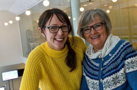 AMMEHJELPERE: Janne Andersen og Inger Heilien hjelper nybakte mødre med å komme igang med ammingen. Nå håper de det er flere som vil bidra med dette viktige arbeidet.