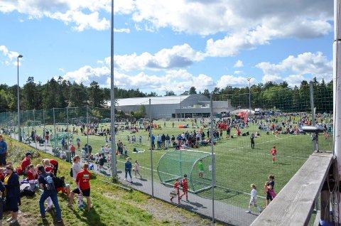 INGEN CUP: I snart ett år har fotballen levd med under strenge koronarestriksjoner. Det førte i fjor til at Sandarcupen måtte avlyses. Flere klubber fra Sandefjord melder nå færre spillere i klubbene og at færre påmeldte lag i år.