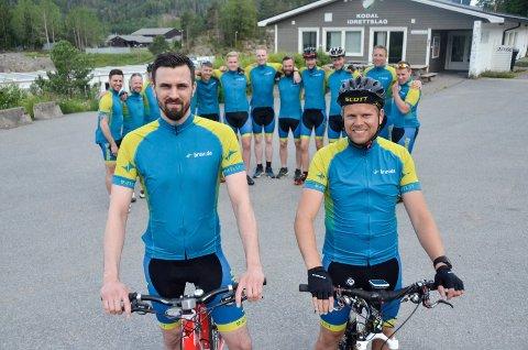 STOR GJENG: Bravidas Øystein Rossebø (33, foran t.v.) og Ole-Morten Skoli (31) får selskap av, blant andre, 52 Bravida-ansatte når de stiller i Gråtassen 10. august. Noen av dem står på rekken bak.
