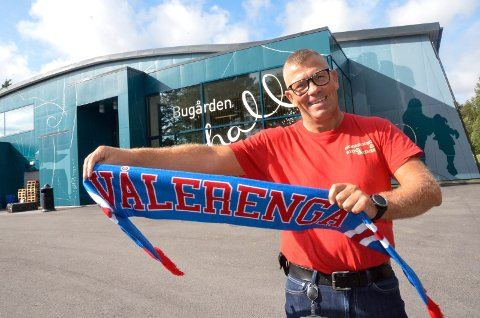 GLEDER SEG: Jarle Svendsen (52) teller ned dagene til ishockeykampen mellom Vålerenga og Sparta Sarpsborg.