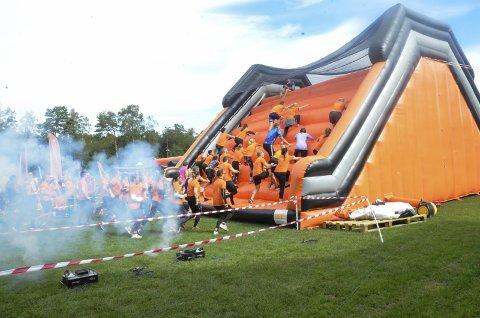 MYE MORO: 700 deltaker var på plass i Bugården da Crazy Race ble arrangert i august. Nå er det klart at løpet står på programmet i Sandefjord også i 2020.