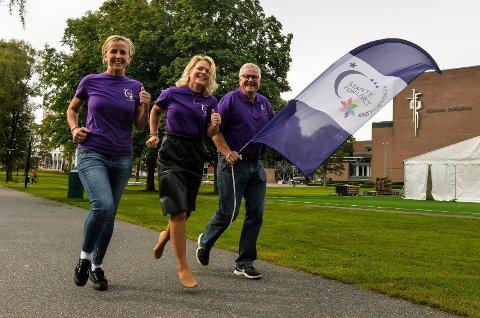 Arrangørene fra venstre, Ingunn Livgård, Tine Kleive-Mathisen og Steinar Reppesgård skal selv løpe under «Kreftforeningens Stafett for Livet.