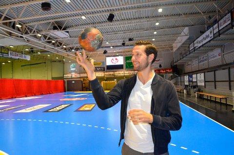 GIKK TIL «RIVALEN»: Anders Hallberg (35) har byttet ut Runar med Sandefjord Håndball. Onsdag kveld spiller han sin første seriekamp i blå drakt.