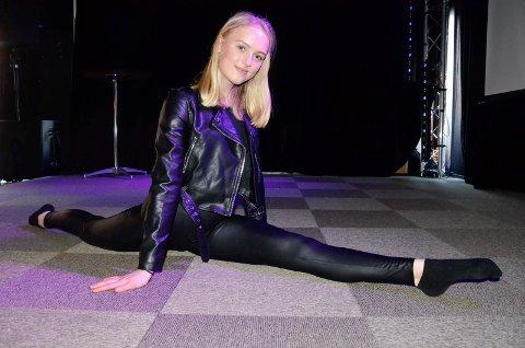 TRAVEL UNGJENTE: Kaja Ramberg Sæther (15) liker å ha travle dager. Det har hun definitivt for tiden, nå som «Grease» og SPEIL er rett rundt hjørnet. 15-åringen er nemlig med på begge delene, med henholdsvis hovedrolle og solodans.