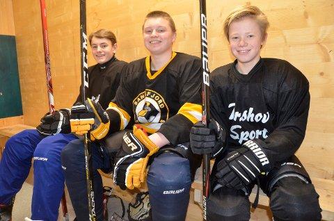 IVRIGE: Nikolai Ferdinand Schulze (15, t.v.), Henrik Langtind (15) og Andreas  Rivrud (15) er flittige brukere av Bugården ishall. De tre håper å få et U16-lag på plass i nærmeste framtid.