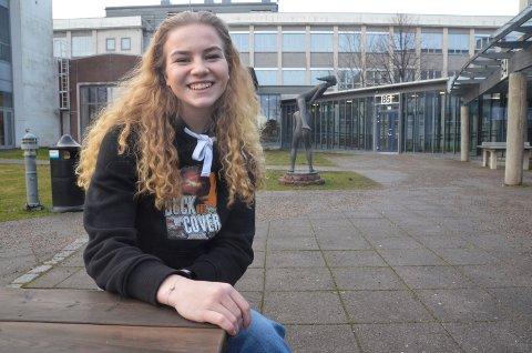 RUSSEPRESIDENT: Carina Amalie Lerkenfeldt Petersen (18) har rollen som russepresident for russen ved Sandefjord videregående skole. Det gjør at hun har nok å henge fingrene i, og denne måneden står årets russeball på programmet.