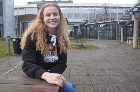 RUSSEPRESIDENT: Carina Amalie Lerkenfeldt Petersen forteller at selv om de har gledet seg til denne store feiringen i mange år, må de følge retningslinjene som kommer fra myndighetene.