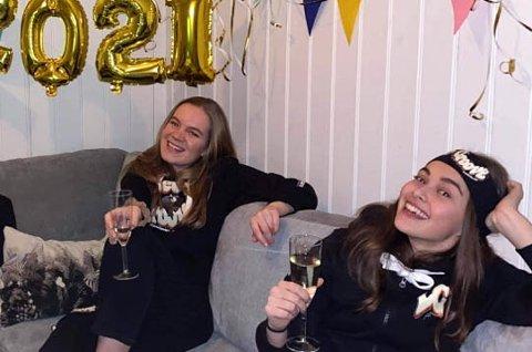 Ingrid Solberg og Victoria Verdu synes det er fint å kunne gi til veldedighet.