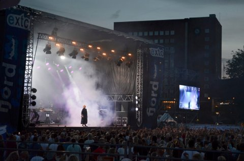 FRA 2018: – Dronninga av Sandefjord, rent majestetisk, skriver journalist Maja Christensen om konserten til Ina Wroldsen i 2018. Wroldsen skulle også ha kommet til Fjordfesten i 2020. ARKIVFOTO
