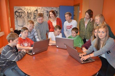 MEDIALAB: Lura skal snart få sin eigen medialab der ungdomsskuleelevar og unge kan boltra seg med avis og radio. Elevane frå Lura ungdomsskole gler seg.