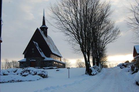 KYRKJEKUTT: Nærare to eller tre kyrkjer kan bli lukka viss rådmannen sitt budsjett går gjennom. Julebygda kapell kan bli eit av dei.