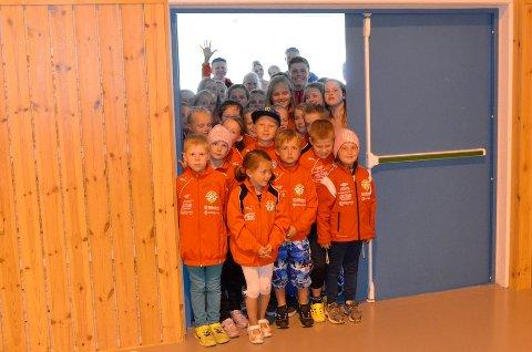 Disse barna har fra Ganddal IL har ventet på å få tre inn i en flerbrukshall med stor nok kapasitet til alle medlemmene i idrettslaget. Nå blir det dobbel gymsal i stedet. Det vedtok formannskapet tirsdag ettermiddag.
