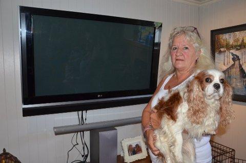 OPPGITT: Det er lenge siden Irene Sjødin i Noredalen har kunnet se TV uten forstyrrelser i bildet.