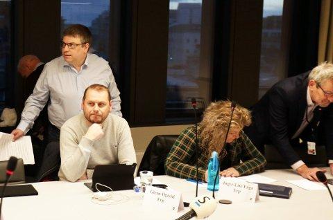Arne Buchholdt Espedal (t.v) er leder for utvalget. Han fikk brei politisk støtte for å sende to planer i retur.
