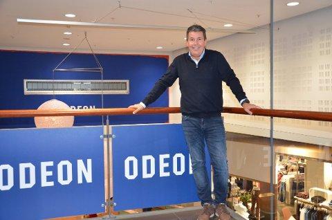 HELDIG: Kinodirektør Håvard Erga meiner dei har vore heldige etter forholda. Kollegaene hans i Odeon på Austlandet og i Bergen har vore stengde ned dei siste månadane, og kompensasjonsordninga til staten har dempa den verste smellen.
