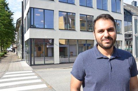 FORSINKET: Hussein Ali skulle egentlig åpne dørene til restauranten 20 august, men koronaen har ført til forsinkelser av varer og utstyr.