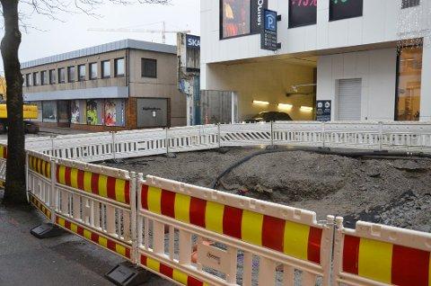 STENGT: Gravearbeid har gjort at parkeringshuset i Bystasjonen har vært stengt siden 4. januar. Dette har gitt kjøpesenteret store utfordringer med færre besøkende.