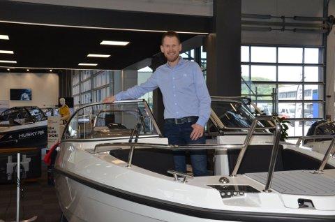 GODE TIDER: Daglig leder Frode tveit hos Tveit AS opplever for tiden et enormt trykk av folk som vil kjøpe båt.