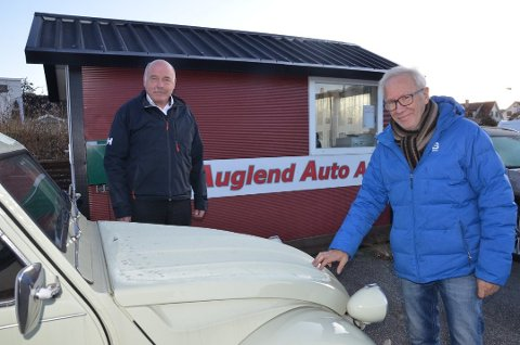 LEGGER NED: Etter mange år med salg av brukte elbiler velger Gaute Auglend (64) (t. venstre) og Sveinung Tou (66) å legge ned bedriften.