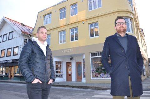 PLANER: Sammen med Anders Ohm har de to sandnesgaukene Egil Skjæveland (t. venstre) og Leiv Rune Mjølsnes kjøpt opp Langgata 53. Nå planlegger de ny restaurant, næringsvirksomhet og leiligheter i bygget