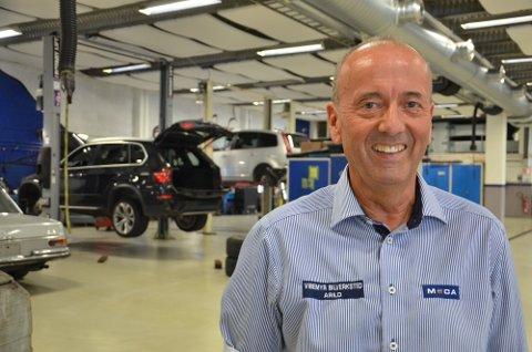 NYE REKORDER: Daglig leder Arild Jacobsen ved Vibemyr Bilverksted opplevde at bedriften satte nye rekorder i fjor sommer. Nå styrer man mot nok en rekordsommer.