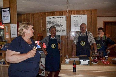 På bildet fra venstre: Statsminister Erna Solberg, Kjell Huseby, Odd Rage og Laila Rage fra Lions club Sandnes-Ganddal