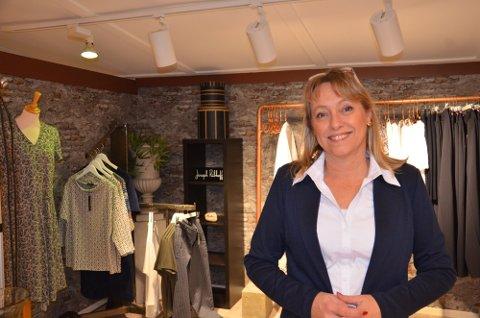 TØFT: Anne Karin Dugstad tok over Annabelle i Langgata knapt en måned før koronaen satte inn i fjor. I dag er hun glad for at hun valgte å satse sterkere på yngre kunder.