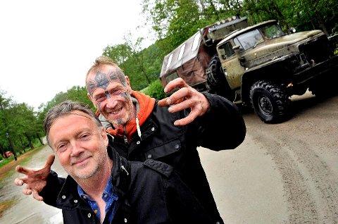Suksess: Ole Dørje ved Soli Brug (til venstre) og Fredrikstad-kunstneren Art Ranger tiltrakk seg flere tusen mennesker under sommerutstillingen, som nå er avsluttet.