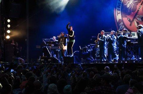 Feststemt: Timbuktu og abndet Damn! kommer til Sarpsborgfestivalen. Her er de på scenen under Månefestivalen i 2015.