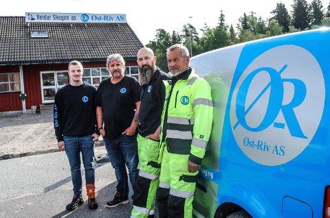 ETABLERT I SARPSBORG: Marius Karlsen, Lars Bredesen, Steinar Nordback og Geir Larsen utgjør fire av i alt ni ansatte i Øst-Rivs avdeling i Sarpsborg.