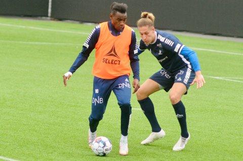 Hard kamp: Det er en tøff kamp om plassene på laget som starter mot Haugesund søndag. Her er Felix Michel og Rashad Muhamed iduell under en trening på stadion.