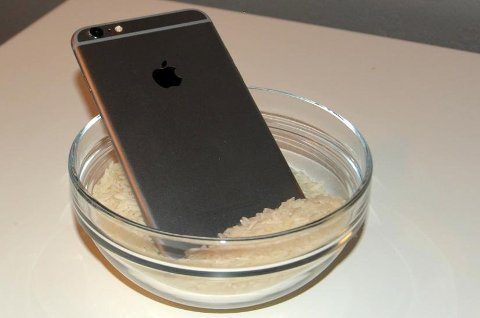 *** Local Caption *** Har du mistet telefonen i vann? Fortvil ikke, det finnes løsninger. Sånn som denne.