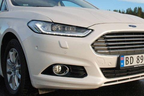 Ford setter ned prisen på sin Mondeo Hybrid med 35.000 kroner. Det gjør den svært konkurransedyktig sammenlignet med de fleste andre biler i klassen.