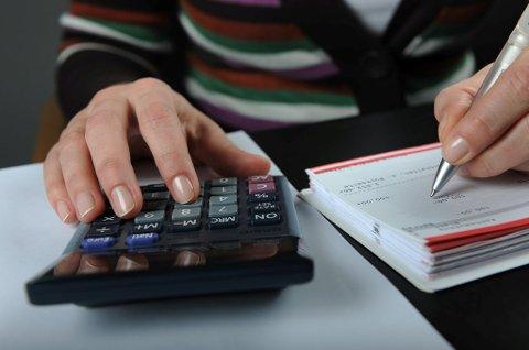 Annenhver nordmann takler ikke en uforutsett regning tilsvarende en halv månedslønn uten å måtte låne.
